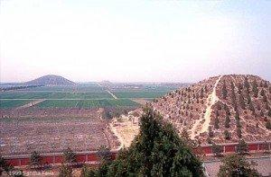 Комплекс пирамид возле Сианя, провинция Шэньси
