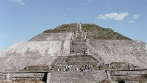 В пирамиде Солнца Теутиуакана обнаружена скульптура бога Уэуэтеотля