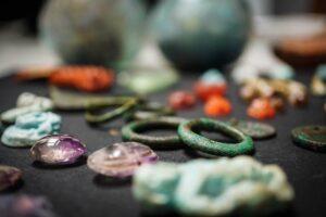 Бусины из распавшихся ожерелий